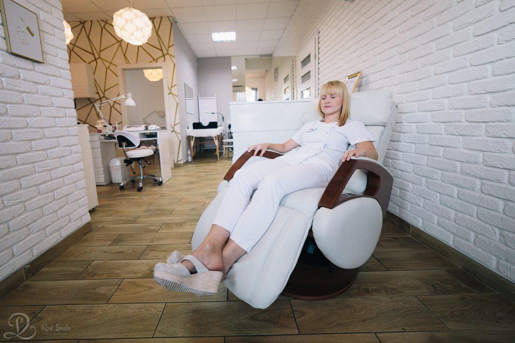 Fotel masujący w salonie kosmetycznym