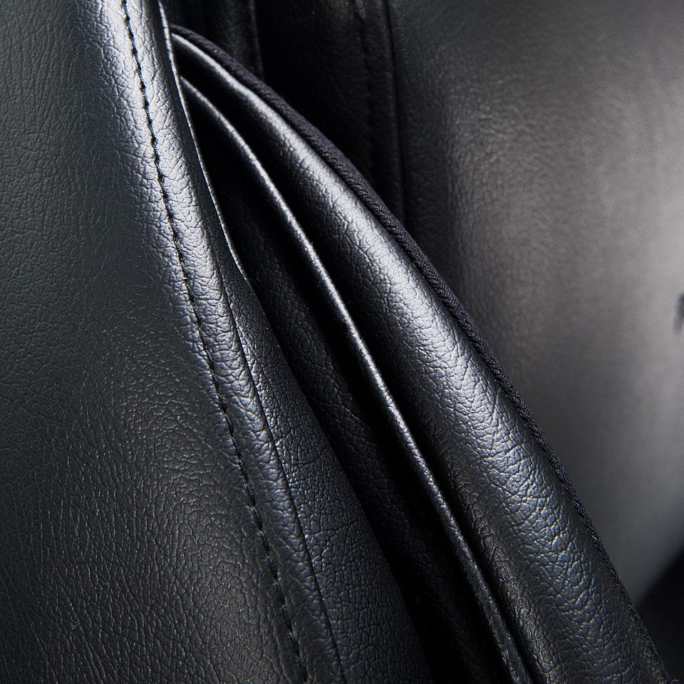 Tapicerka czarna fotela masującego