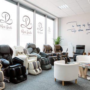 Wnętrze salonu wystawowego foteli masujących